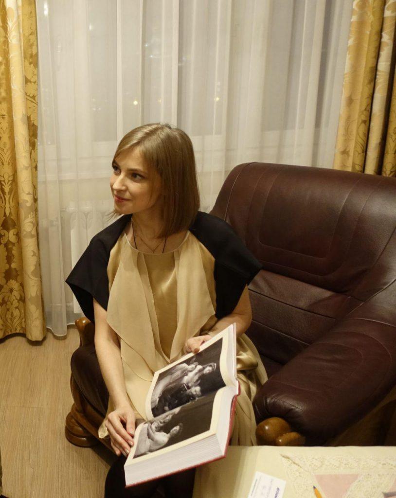 Наталья Поклонская в элегантном платье